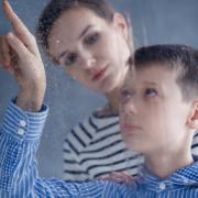 Autisme: mieux former les professionnels de la petite enfance