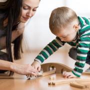 Le quotidien des assistantes maternelles : un travail dense mais peu visible