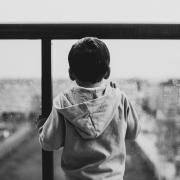 Protection de l'enfance : un projet de loi « pas à la hauteur » selon la Défenseure des droits