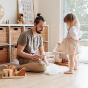 Stéréotypes de genre : des quotas pour masculiniser l'accueil du jeune enfant ?