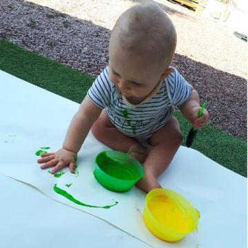 peinture au yaourt assistante maternelle