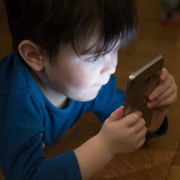 Les écrans rendent les enfants trop sédentaires