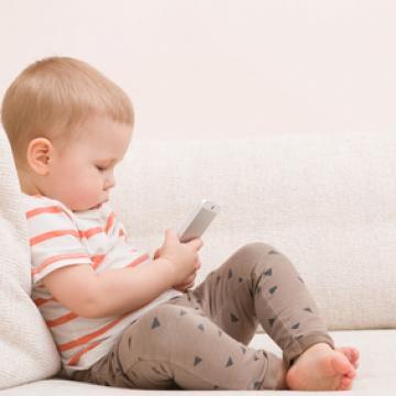 écrans et petite enfance