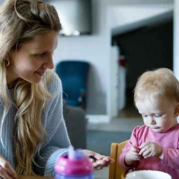 Assistante maternelle : un métier qui a du sens malgré le manque de reconnaissance